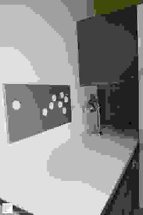 Appartement à Cannes meublé entièrement par wm: Bureau de style  par WM, Moderne