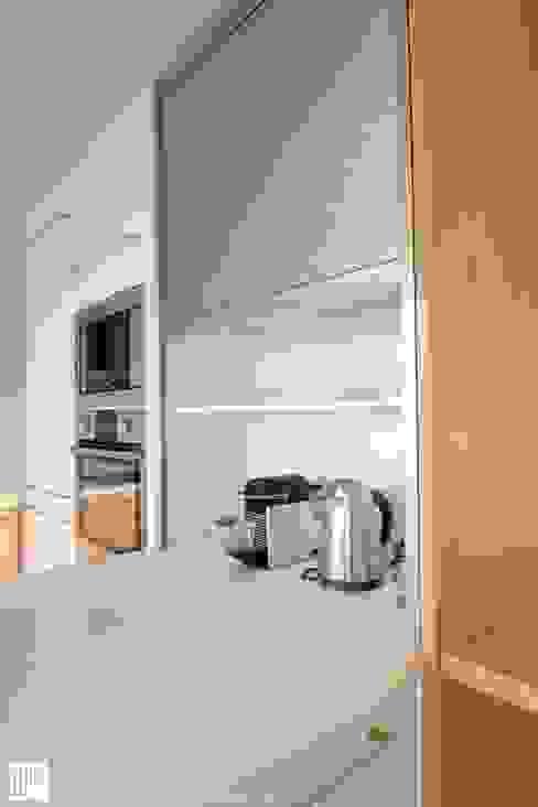 Appartement à Cannes meublé entièrement par wm: Cuisine de style  par WM, Minimaliste