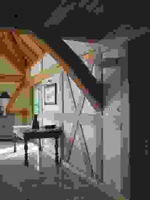 Dom Zelwa Wiejski korytarz, przedpokój i schody od Pracownia Tutaj Wiejski