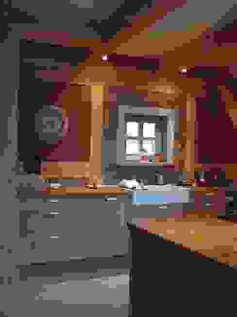 Landhaus Küchen von Pracownia Tutaj Landhaus