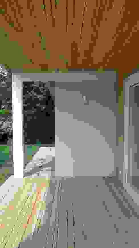 Окна и двери в скандинавском стиле от homify Скандинавский