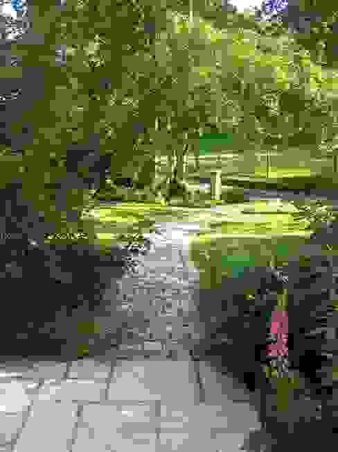 PROPRIÉTÉ PRIVÉE - PAYS D'AUGE Jardin rural par ZENOBIA Atelier de Paysage et d'Urbanisme Rural