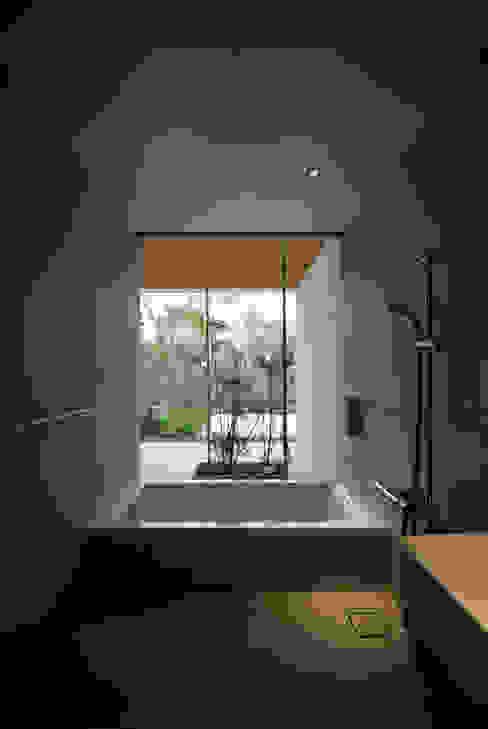 House in Fujinomiya Moderne Badezimmer von CASE DESIGN STUDIO Modern