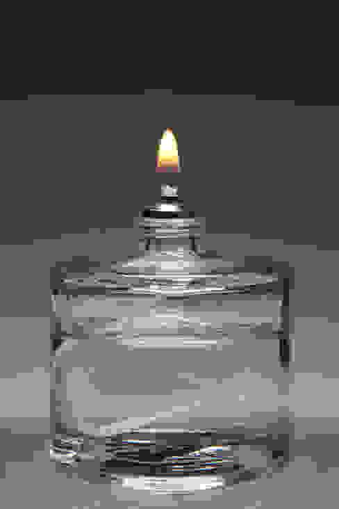 Glass Refillable 50mm Fuel Cell (Case 15) Bares y clubs de estilo moderno de The Covent Garden Candle Company Moderno
