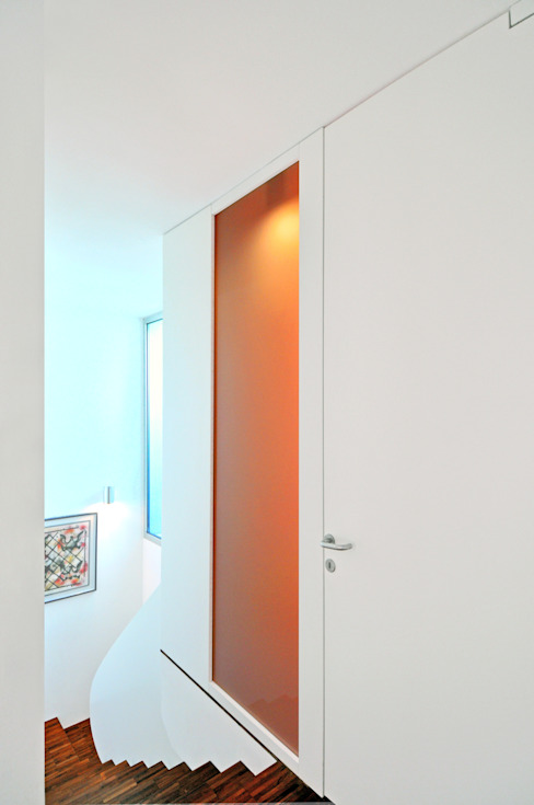 Pasillos y vestíbulos de estilo  por tissellistudioarchitetti , Moderno