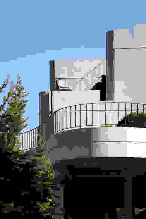 A house on the cliff 모던스타일 주택 by studio_GAON 모던
