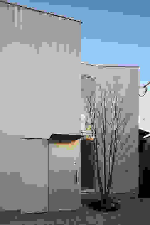 House in Kashiwa, Unfinished house Casas de estilo minimalista de 山﨑健太郎デザインワークショップ Minimalista