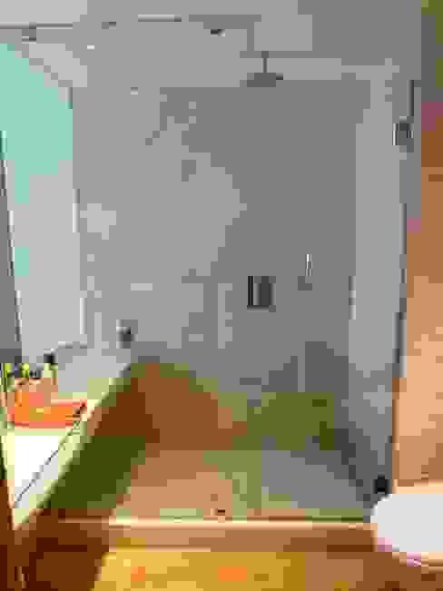 Baños de estilo  por Maroto e Ibañez Arquitectos, Moderno
