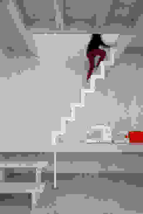 House in Kashiwa, Unfinished house Pasillos, vestíbulos y escaleras de estilo minimalista de 山﨑健太郎デザインワークショップ Minimalista