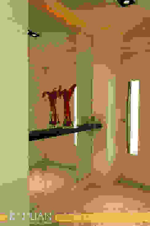 Modern corridor, hallway & stairs by Raduan Arquitetura e Interiores Modern