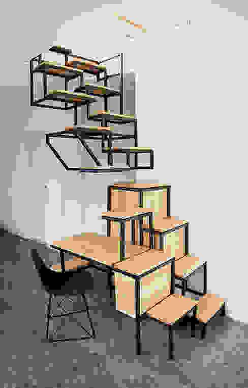 Pasillos, vestíbulos y escaleras de estilo industrial de Studio Mieke Meijer Industrial
