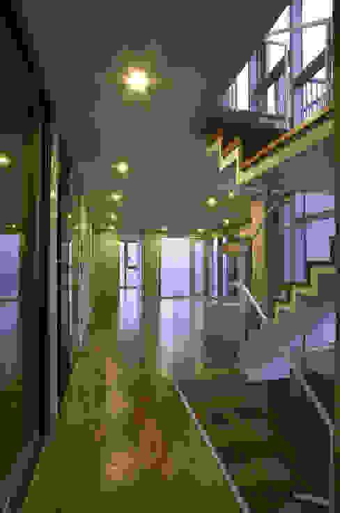 House 566 Modern Living Room by 서인건축 Modern