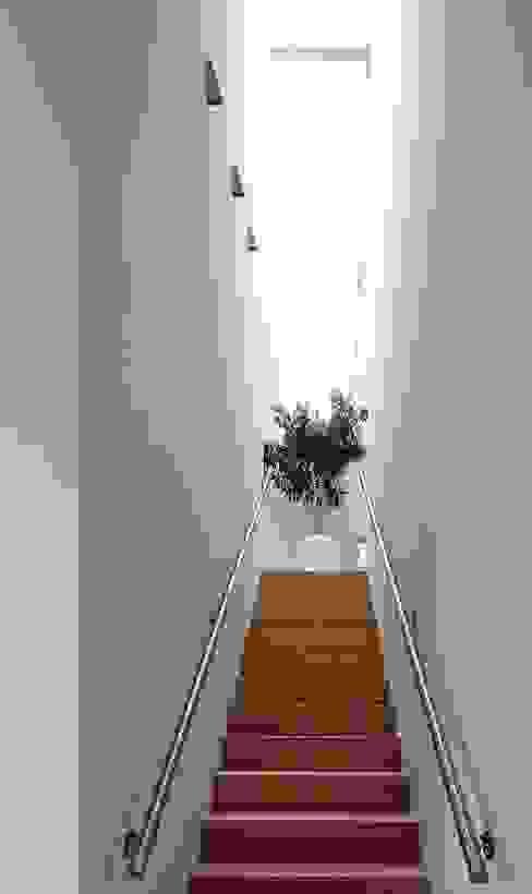 Flur & Diele von Joris Verhoeven Architectuur, Minimalistisch