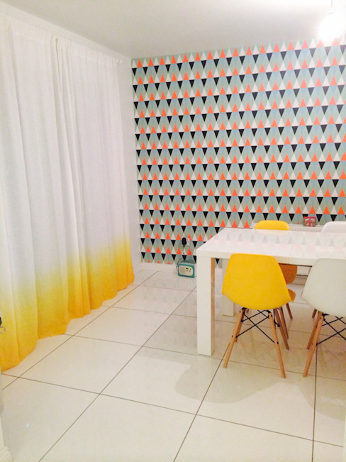 Yellow Ombre linen curtain by Lovely Home Idea LOVELY HOME IDEA 窓&ドアカーテン