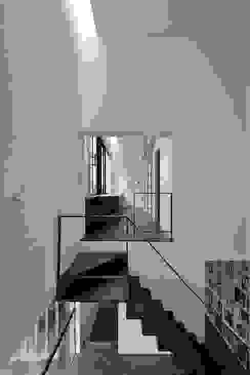MO-HOUSE: 株式会社長野聖二建築設計處が手掛けた廊下 & 玄関です。,モダン