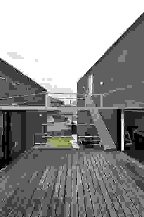 MO-HOUSE: 株式会社長野聖二建築設計處が手掛けたテラス・ベランダです。,モダン