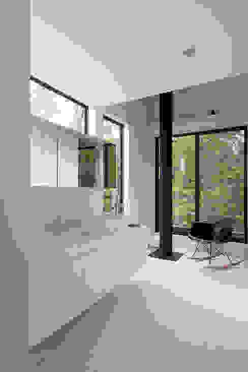 森の緑を楽しむみんなの集まる家: ラブデザインホームズ/LOVE DESIGN HOMESが手掛けた浴室です。,オリジナル