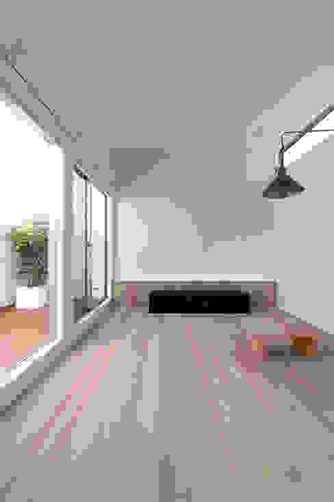 都市型アウトドアハウス: ラブデザインホームズ/LOVE DESIGN HOMESが手掛けたリビングです。