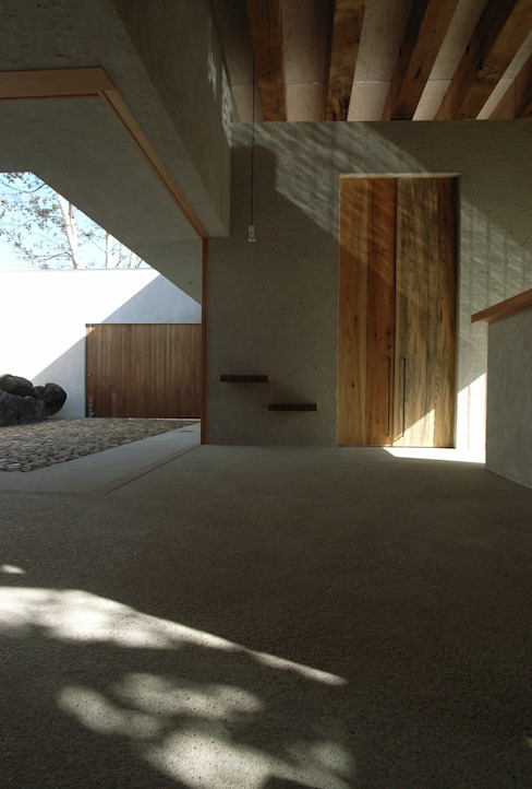 BREATH モダンな 家 の 中庭のある家|水谷嘉信建築設計事務所 モダン