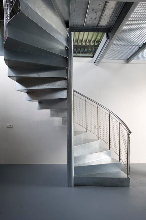 Modern Corridor, Hallway and Staircase by Archipelontwerpers Modern