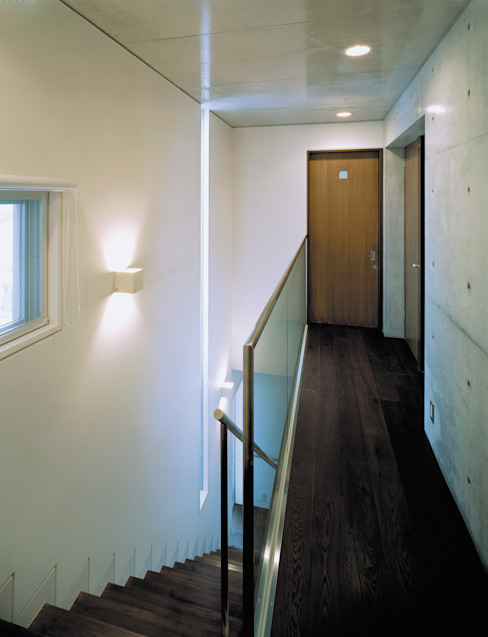 House of Kami Modern Corridor, Hallway and Staircase by atelier m Modern