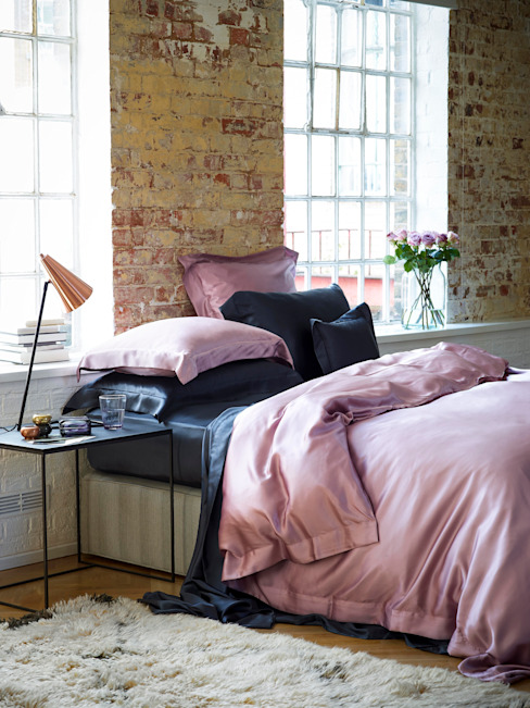 Pink and Charcoal silk bed linen par Gingerlily Moderne Soie Jaune