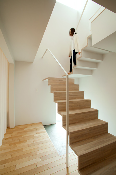 Modern Corridor, Hallway and Staircase by 一級建築士事務所 Atelier Casa Modern