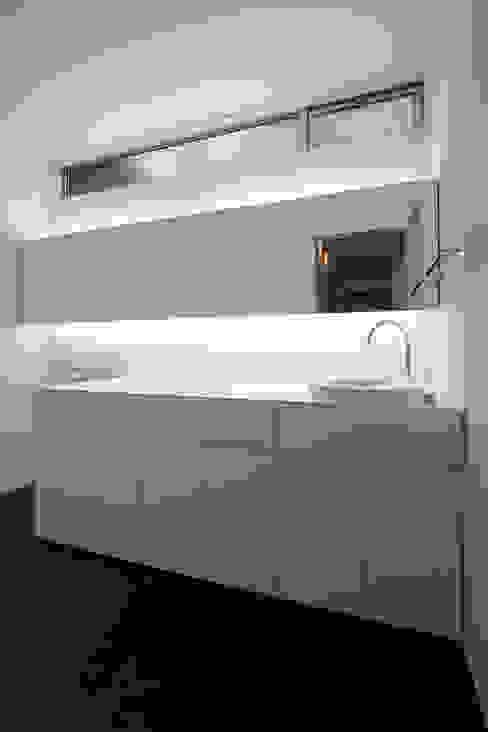 眺望と森をリビングで感じる家: ラブデザインホームズ/LOVE DESIGN HOMESが手掛けた浴室です。,オリジナル