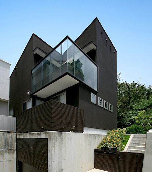 眺望と森をリビングで感じる家: ラブデザインホームズ/LOVE DESIGN HOMESが手掛けた一戸建て住宅です。,オリジナル