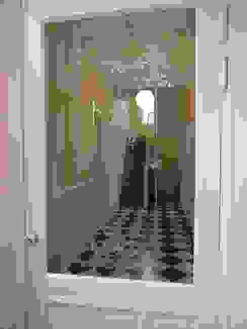 tochtdeur met geëtst glas:   door Architectenbureau Van Löben Sels,