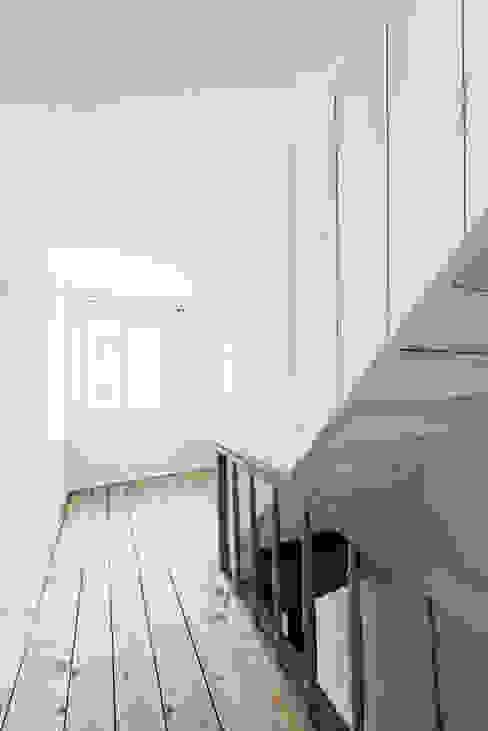 Klassischer Flur, Diele & Treppenhaus von homify Klassisch