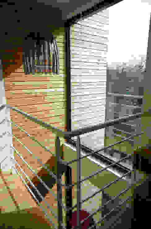 Palier de la chambre au deuxième étage Maisons modernes par Atelier d'Architecture Marc Lafagne, architecte dplg Moderne