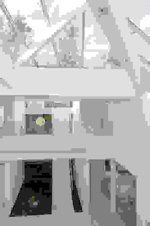 Paredes de estilo  por FCM Arquitetura, Moderno