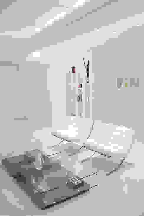 FCM Arquitetura: modern tarz , Modern