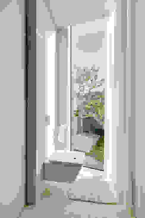 Modern bathroom by Wiel Arets Architects Modern