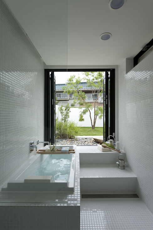 House with the bath of bird モダンスタイルの お風呂 の Sakurayama-Architect-Design モダン