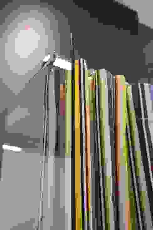 Shower curtain on measure in waterproof fabric por GAL srl Moderno