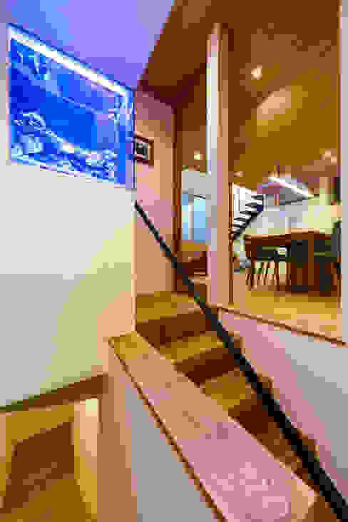haus-wave: 一級建築士事務所hausが手掛けた廊下 & 玄関です。,北欧