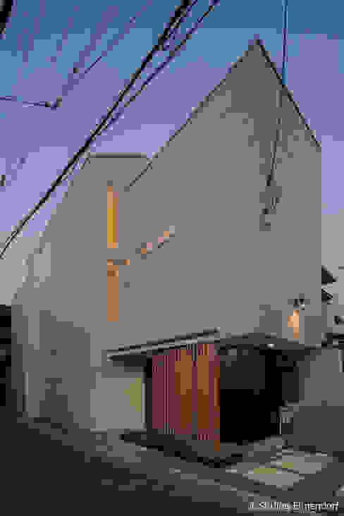 カタピラ/京都の変形狭小地に建つ住宅 モダンな 家 の 株式会社 片岡英和建築研究室 モダン