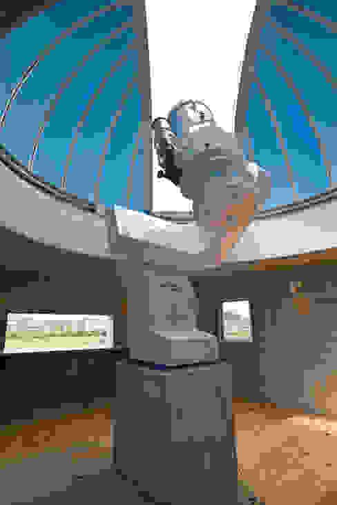 天体望遠鏡のある家 モダンデザインの 多目的室 の tai_tai STUDIO モダン