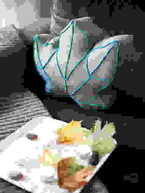 Natur pur im Wohnzimmer: Kuscheln mit einem Ahornblatt von Nähjournal 'Sauber eingefädelt' Skandinavisch