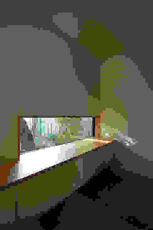 若林M邸 モダンスタイルの 玄関&廊下&階段 の 遠藤誠建築設計事務所(MAKOTO ENDO ARCHITECTS) モダン