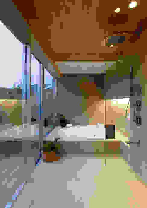 Banheiros modernos por 遠藤誠建築設計事務所(MAKOTO ENDO ARCHITECTS) Moderno