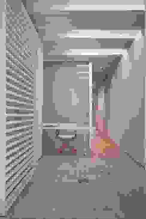 WHITE LOFT Estudios y despachos de estilo minimalista de Lara Pujol | Interiorismo & Proyectos de diseño Minimalista
