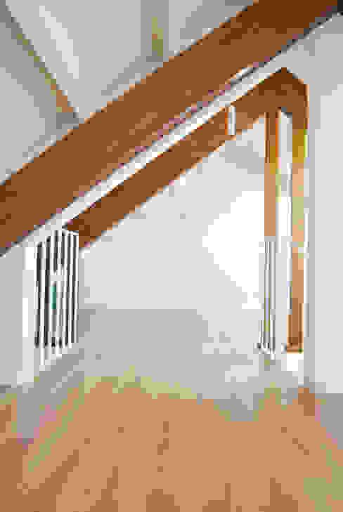 Scandinavian style corridor, hallway& stairs by Estudio de Arquitectura Sra.Farnsworth Scandinavian
