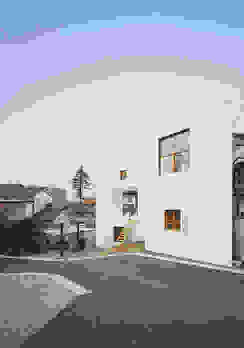 透明な地形: 南川祐輝建築事務所が手掛けた家です。,ミニマル
