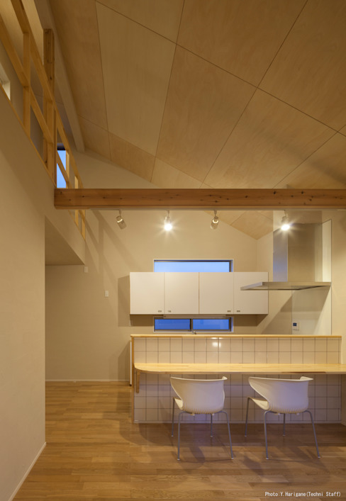 Minimalist dining room by 松岡健治一級建築士事務所 Minimalist