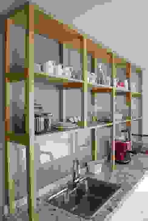 Cocina AVA // madera natural // termoformado:  de estilo  por Muebles muc.,Moderno