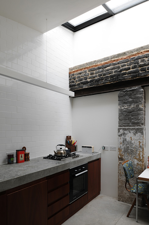 Kitchen by The Modern House,