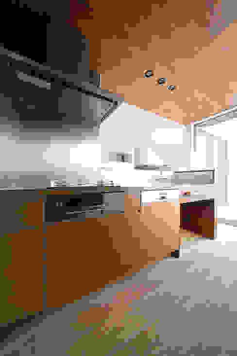 Rumah oleh ラブデザインホームズ/LOVE DESIGN HOMES, Modern